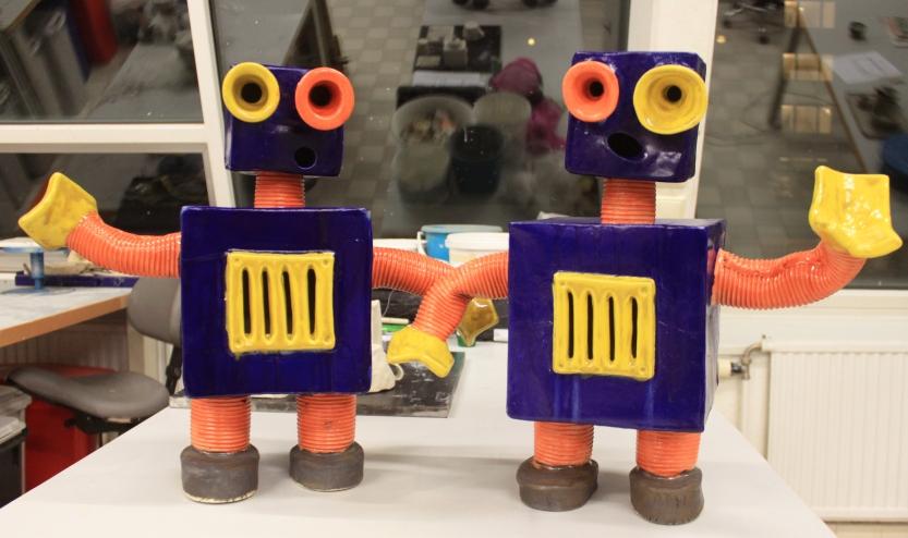 Robotar i keramik av Emil Österholm